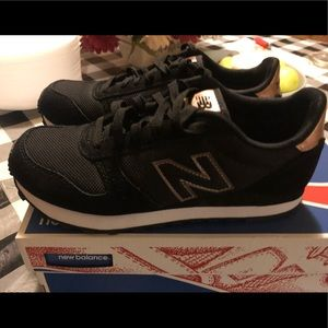 Ladies New Balance Classic Sneakers Size 6